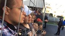 L'équipe du PSG quitte le Novotel devant les fans