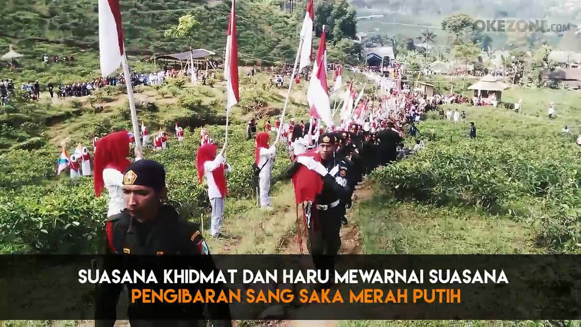 Pengibaran Bendera Raksasa Di Lereng Gunung Lawu Video Dailymotion