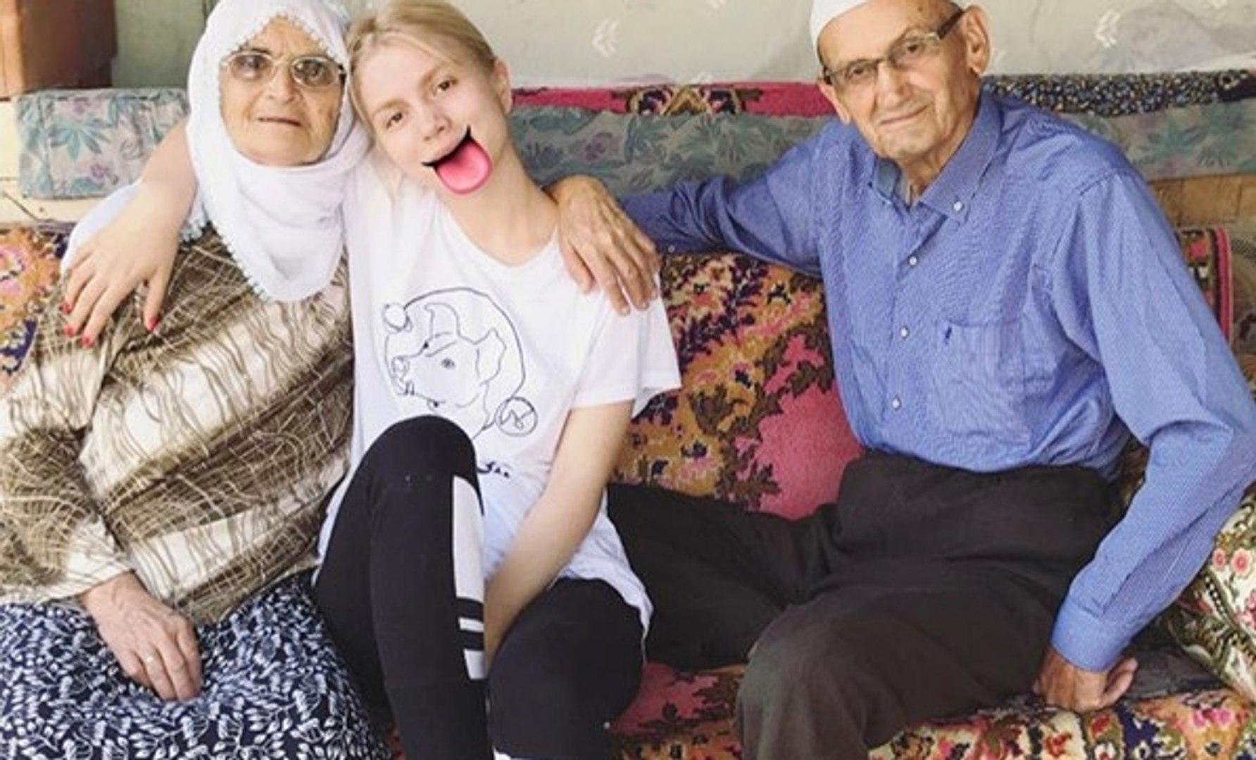 Aleyna Tilki'nin Dedesi ve Ninesiyle Fotoğrafı Olay Oldu