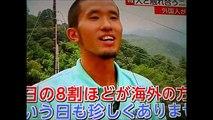 外国人観光客 嵐山のサルに大興奮