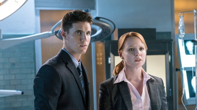 Robbie Amell, Lauren Ambrose Confirmed for 'X-Files' Return