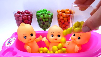 Learn Colors M&M Chocolate Baby Doll Color Slime Bath Time | Finger Family Song Nursery Rhymes