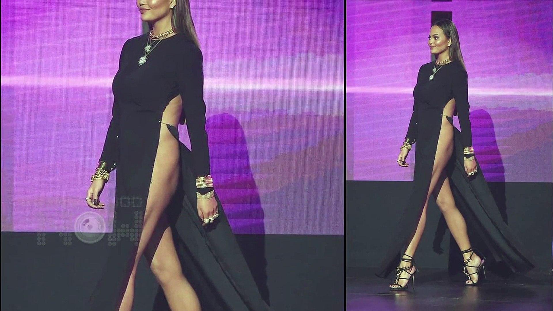 Chrissy Teigen Shocking Wardrobe Malfunction At Ama 2016 Video Dailymotion