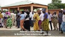 Attentat à Ouagadougou: le Burkina Faso enterre ses victimes