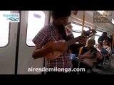 Charango y quena en el tren