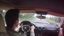 Il évite de peu 2 voitures au volant de sa Ferrari F430... Reflexe surhumain