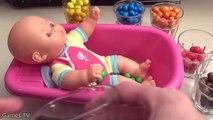 Apprendre les couleurs bébé poupée bain temps Chocolat Bonbons Comment à bain bébé vidéos enfants
