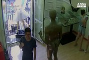 Barcellona, l'attacco ripreso dalle telecamere di sorveglianza