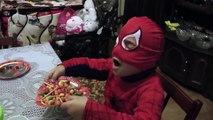 Ventre gros docteur amusement amusement est est est enfants Princesse malade homme araignée contre Anna spidermans