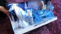 Beau de la glace Princesse embrasé cheval le chariot gelé comme poupée
