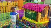 Activités et enfants divertissements pour des jeux enfants tireur trampolines