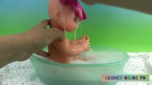 Bébé bain poupée furieux lun corolle bébé classique emma fait pipi pees poupée dans cette vidéo