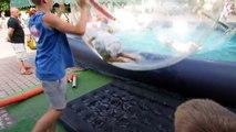 Et balle gonflable Château pour amusement amusement fosse Cour de récréation faire glisser eau aire de jeux pour enfants