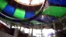 Balón loco justa familia para divertido Niños parque patio de recreo diapositiva agua agua agua