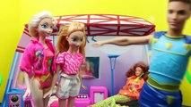 Et maison de poupées poupées gelé manoir Triton homme araignée Barbie elsa anna ariel disneyc