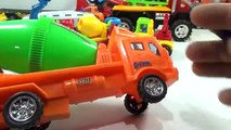 Bébé ciment à lintérieur table de mixage le le le le la jouet un camion camions Studio |