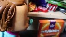 Bébé mal aliments drôle brut désordonné caca farce réal toilette jouets vidéo super  
