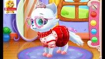Enfants bébé pour dessins animés pro avec jouer au chat blanc chats de minou en développement à plusieurs