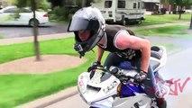 Bicyclette motards par par chassé flics Télécharger fou moto équitation rue cascade cascades contre Wheelies ri