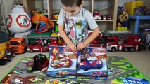 Stimulé traverser chaud en jouant course course super-héros déballage roues Mattel criss accident Trackset battl