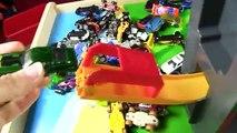 Des voitures pour enfants chaud roues jouets et vite voie explosion amusement jouet des voitures pour enfants