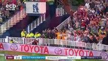 Un match de cricket perturbé par une manif de supporters qui se sont fait confisquer leur ballon de plage