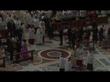 Pope Francis offers message of hope at Easter vigil