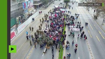 Une bagarre énorme lors de la manifestation des étudiants capturée par un drone