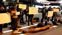 Dodon a fost intampinat cu huiduieli la aeroport cand s-a intors de la Moscova. Cativa tineri liberali i-au facut simbolic bagajele si l-au numit sluga lui Putin - VIDEO
