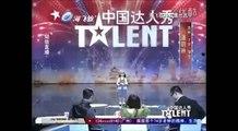 Appréhension Chinois le plus mignon fille eu petit sur casserole chanter chinas talent yue lin