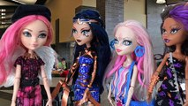 Monster High Dolls Draculaura Goes to Ever After High Doll Videos Part 1