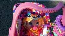 Bebé vivo bebé ir Adiós Adiós muñeca utilizando paquetes para alimentación
