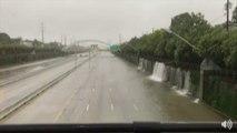Une cascade sur une autoroute à Houston causée par l'ouragan Harvey !