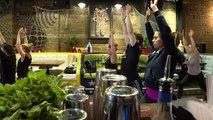 A Londres, des cours de yoga-bière dans les pubs