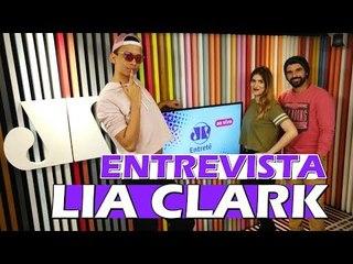 Entrevista com Lia Clark, o mistério de Taylor Swift e Anitta Malandra