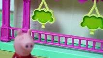 Un et un à un un à maison maison et et n / A porc piscine Peppa avec la famille george en profitant des nouvelles conceptions DIBR inf