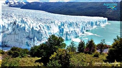 Glaciar (glacier) Perito Moreno, caida de hielos, vista panoramica. Maravilla naturaleza. Argentina