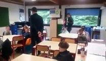 Paul Magnette retrouve les bancs de l'école