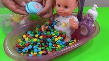 Et bébé bain Bonbons Chocolat poupée dans ouvrir jouer faire semblant jeu de quilles temps équipe jouets 3 kinder surpri