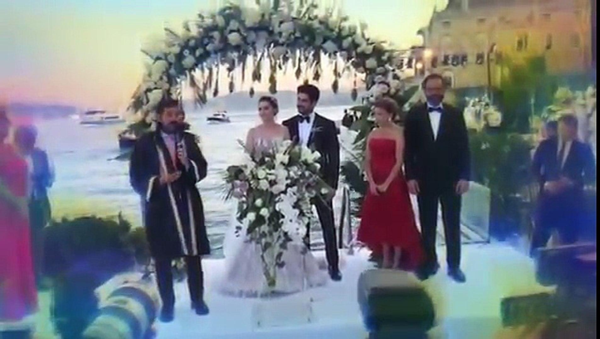 Burak Özçivit ve Fahriye Evcen Düğününde Çok Komik Anlar.