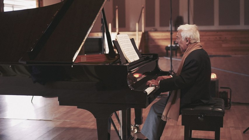 Vladimir Ashkenazy - Bach: 5. Bourrée (French Suite No.5 in G, BWV 816)