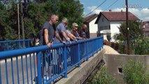 Porodica Nevenke Buhić svojoj kući prilazi preko zida kojim je regulisano korito Lašve