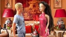 Jeunes filles pour clin doeil sur russe avec poupées Barbie poupées Barbie vidéo journée spéciale