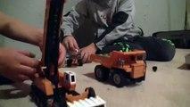 Una y una en un tiene una un en y grandes construcción construcción carril rápido para de Niños sitio camiones