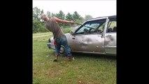Assommé par une voiture... Fallait pas la casser! Bad Karma