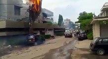 کراچی PECHS بلاک 6 میں بجلی کی تاروں میں آگ لگ گئی جس کے نتیجے میں پاس کھڑی گاڑی بھی اس آگ کی لپیٹ میں آگئی۔ ویڈیو: حیدر
