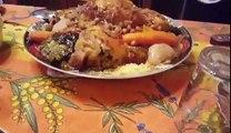 Vol au-dessus d'un couscous au poulet & aux légumes (Fait à