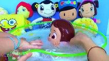 Nilo Nilo baigné dans la salle de bain faisant cıbıcıb pepee Nilo tospik avec un bain à bulles