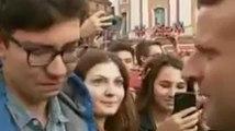 Toulouse : ému, un jeune homme tombe en larmes devant Macron