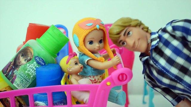Frozen Anna sai e Gabriel e Luiza Pintam a Casa toda!!! Em Portugues Tototoykids